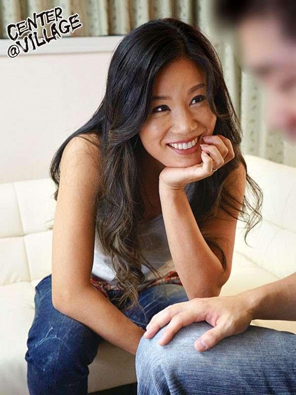 片瀬仁美が笑顔で話している